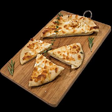 Бяла/пълнозърнеста фокача със сирене и кашкавал